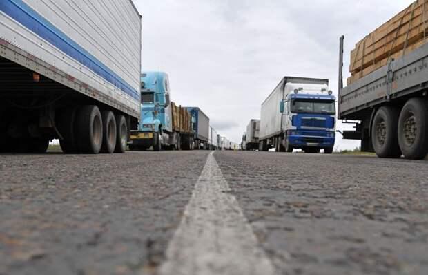 МИИР РК о пробке фур на границе с КНР: Будет организовано перемещение всех большегрузов