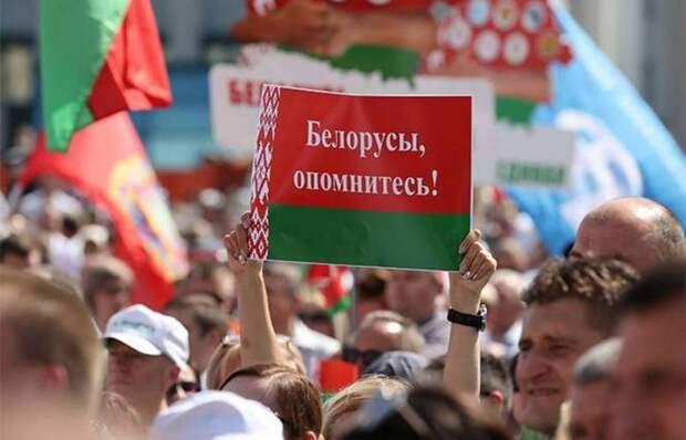 Эксперт: Лукашенко пугает Кремль революцией в России
