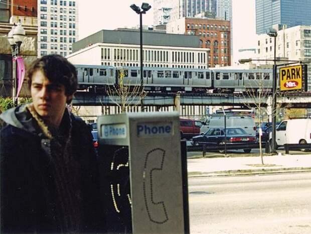 Сергей Бодров на съемках фильма *Брат-2*, 1999 | Фото: timeallnews.com