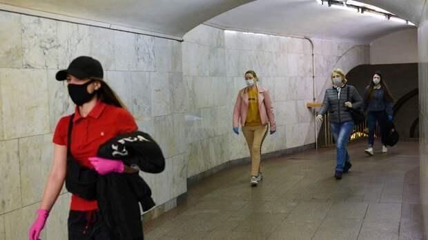 В московском метро почти все пассажиры надели маски в пятницу