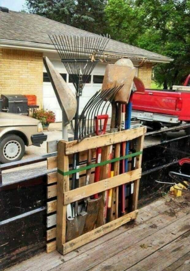 Полезная конструкция на любой даче или садовом участке, а главное что выполняется довольно быстро. /Фото: retete-usoare.info