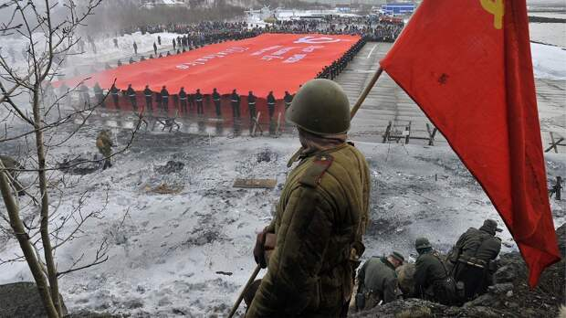 «Сталинский режим сегодня для нас пример». Почему Госдума хочет запретить сравнивать СССР и Третий рейх?