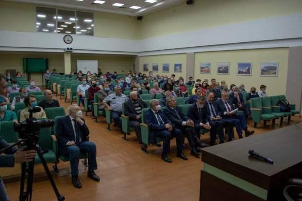 Иркутские ученые рассказали о недофинансировании и нехватке кадров на встрече с президентом РАН