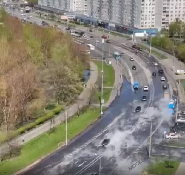Дорогу на Хачатуряна  залило кипятком