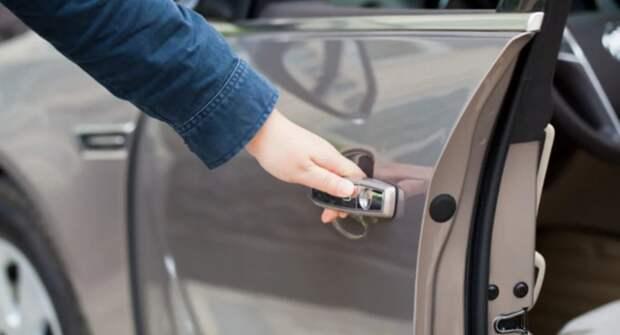 В автомобиле не закрываются двери — причины