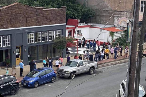 Американцы поддержали оказавшуюся в бойкоте из-за поддержки ЛГТБ пекарню