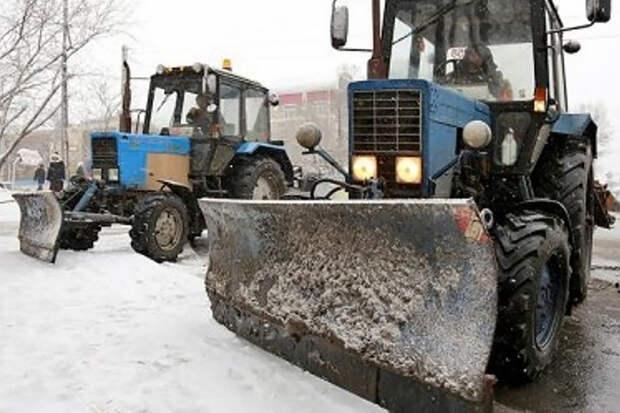 Уборку луж трактором в Саранске высмеяли в Сети