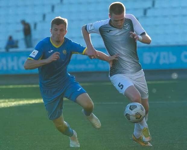 Футболисты из Челябинска одержали шестую победу подряд