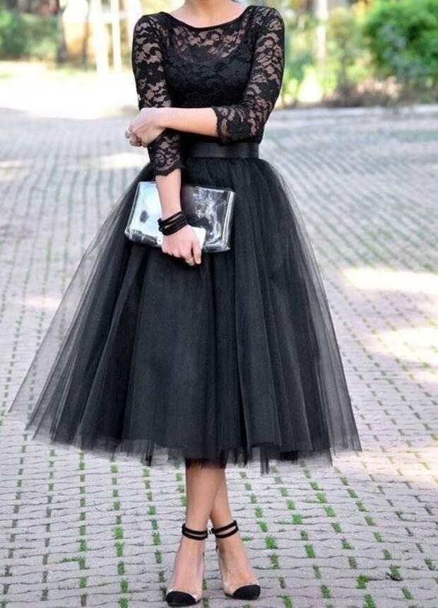 Чёрное платье – вариант одежды, подходящий практически любому мероприятию
