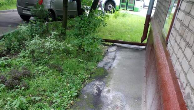 Двор на Менжинского очистили от строительного мусора
