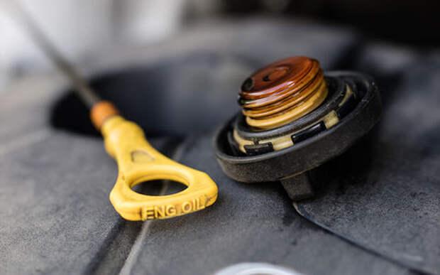 Проверьте багажник - там должна быть литровая канистра масла!