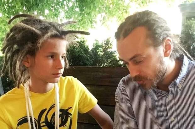 Мать и отец Децла ополчились на внука, обвинив его во лжи