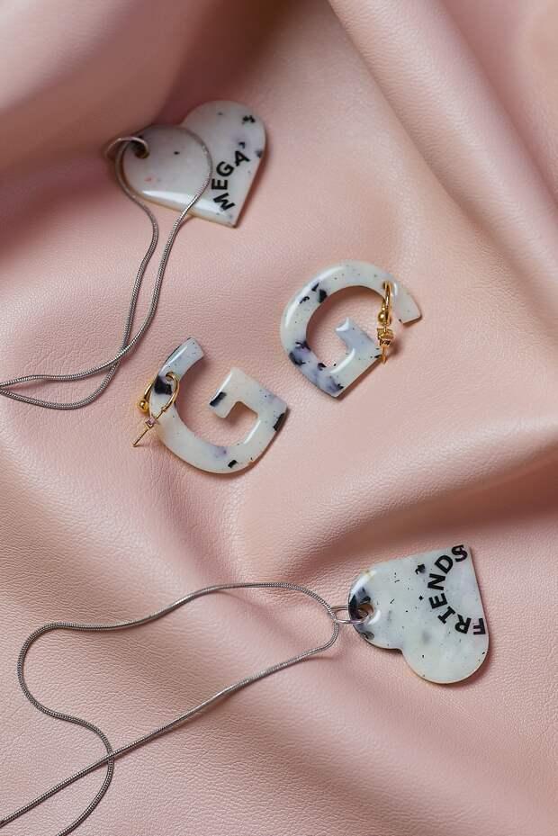 МЕГА запустила коллекцию украшений из переработанного пластика совместно с Recycle.object