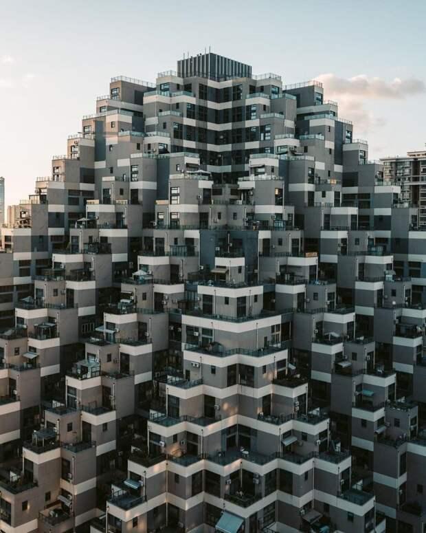 5 клевых фото жилой пирамиды в Шанхае
