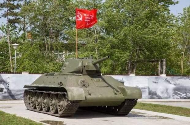 По улицам Новороссийска в День Победы проехал отреставрированный танк Т-34