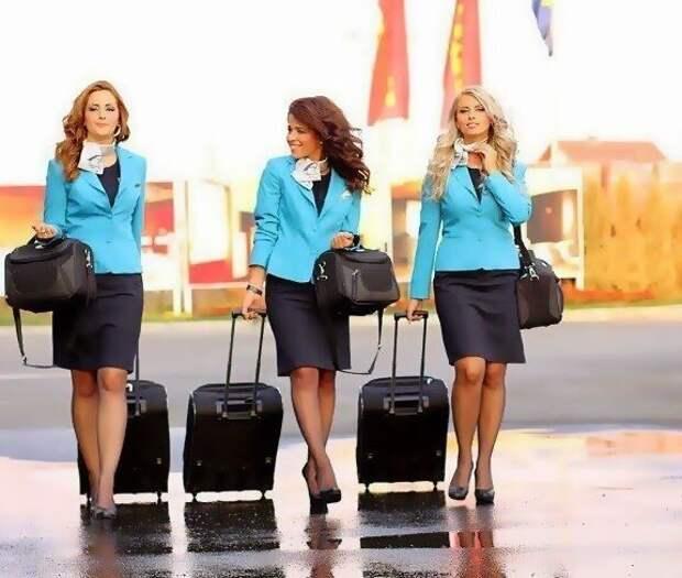 ТОП-10 эффектных униформ стюардесс