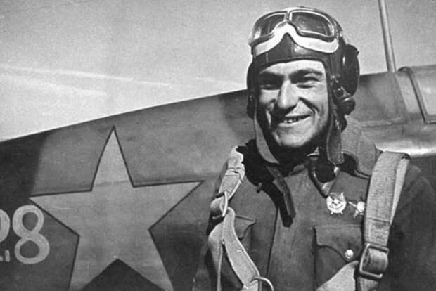 В Крыму откроют уникальный памятник лётчику Амет-Хану Султану в октябре
