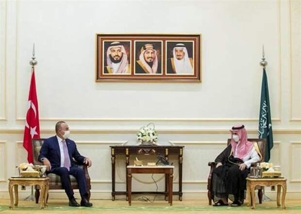 Турция иСаудовская Аравия провели «очень искреннюю» встречу вМекке