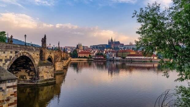 Прибалтику уличили в попытках выслужиться перед США за счет скандала в Чехии