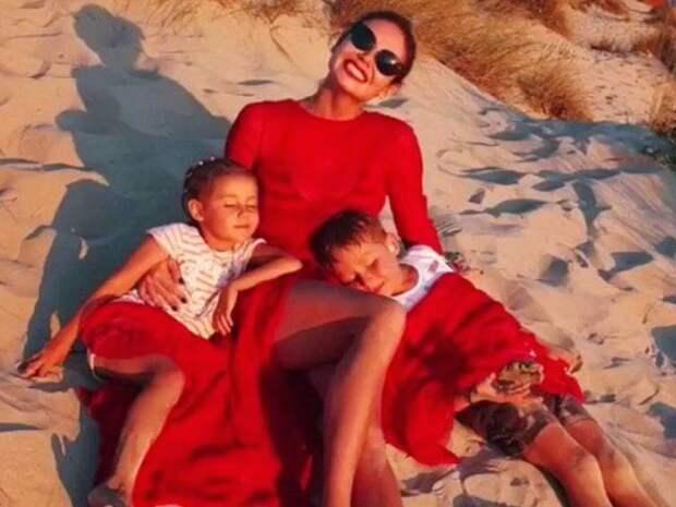 Семейные фото Ляйсан Утяшевой собрали около 1 млн просмотров