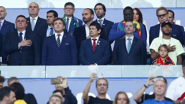 Бразилия примет Копу, несмотря на тысячи смертей от COVID в день. Игроки сборной и Тите воюют с президентом страны