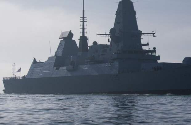 РФ устроила необычную встречу британскому эсминцу в Черном море