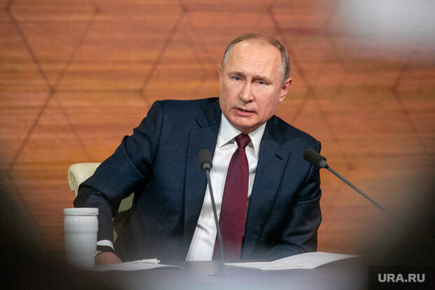 Политологи оценили размер доходов Путина. Зарплата президента США отличается втри раза