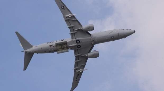 У берегов Крыма шпионит самолёт ВМС США