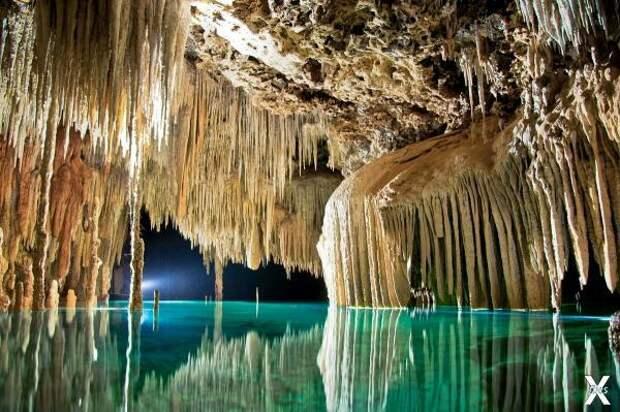 Подземная река в Рио секрето Ривьера-...