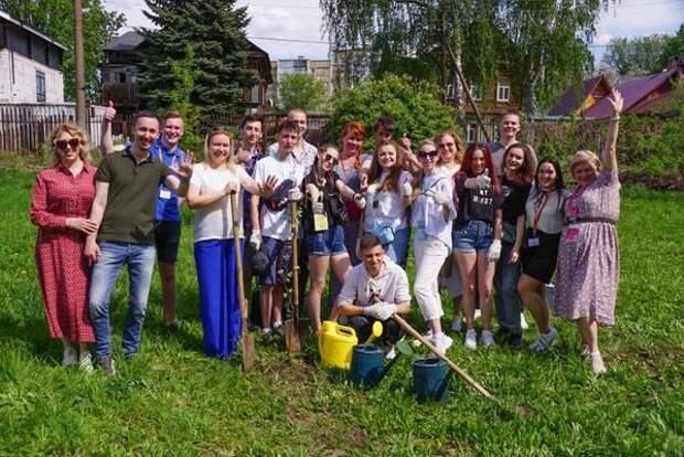 Памятную аллею высадили участники «Российской студенческой весны»