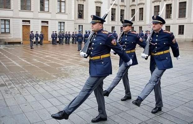 Смена караула в Праге.