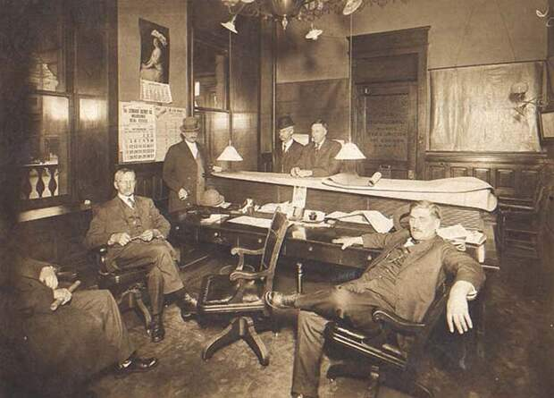 Какими были офисы сто лет томуназад