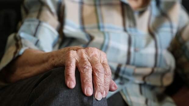 Петербургский пенсионер лишился телефона после похода в поликлинику