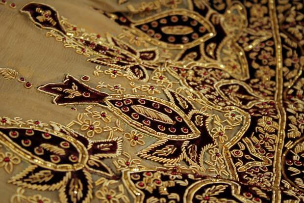 Вышивка на платьях в стиле барокко