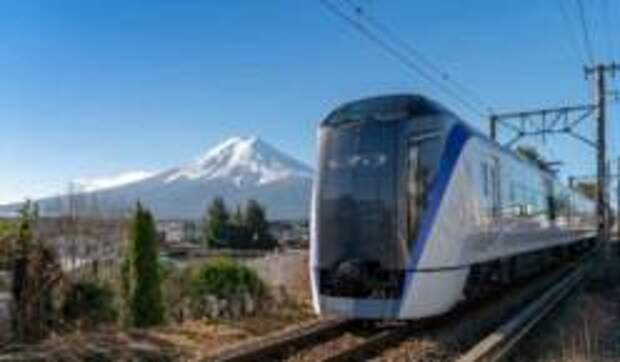 Новый поезд-экспресс из Токио к горе Фудзи