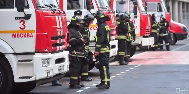 Пожарные потушили загоревшуюся мусоросборочную камеру в доме на Синявинской
