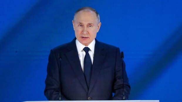 Президент РФ сделал выходные на майские праздники непрерывными