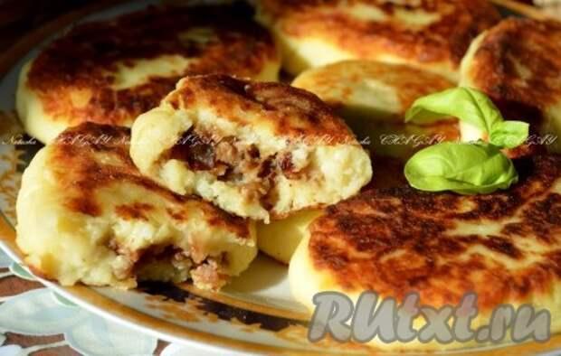 Картофельные зразы с мясным фаршем на сковороде