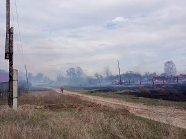 Более десятка домов сгорели в селе под Рязанью