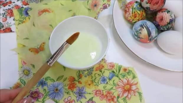 Оригинальный способ оформления яиц на Пасху: справятся даже дети