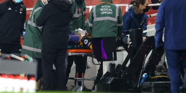 Футболиста «Вулверхэмптона» унесли с поля на носилках