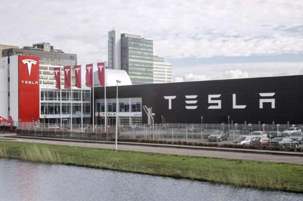 Tesla_ofis