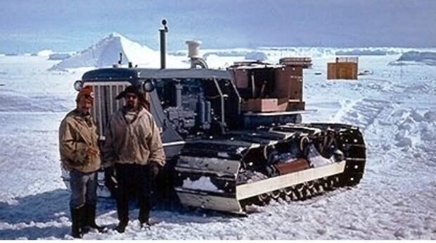 Трактор С-100А без кабины. Антарктида , 1979 год