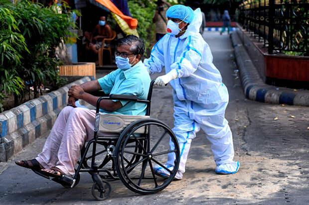 Что происходит с коронавирусом в Индии? Отвечают врачи с места событий