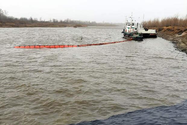 После столкновения двух барж под Томском в Обь попали нефтепродукты