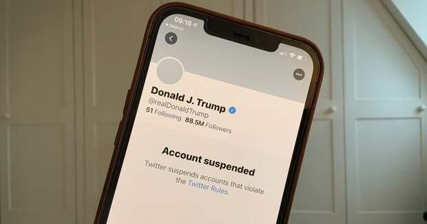 Коллеги в WhatsApp, политика в Twitter: как россияне используют соцсети