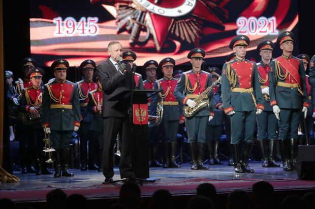 Губернатор поздравил с Днем Победы ветеранов и гостей праздничного концерта в БКЗ «Октябрьский»