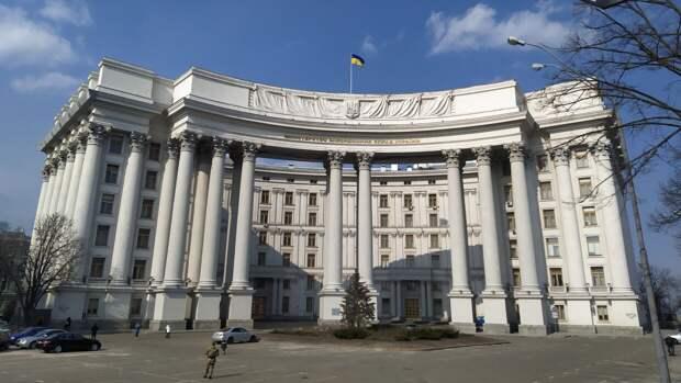 Украина высылает старшего дипломата российского посольства в Киеве