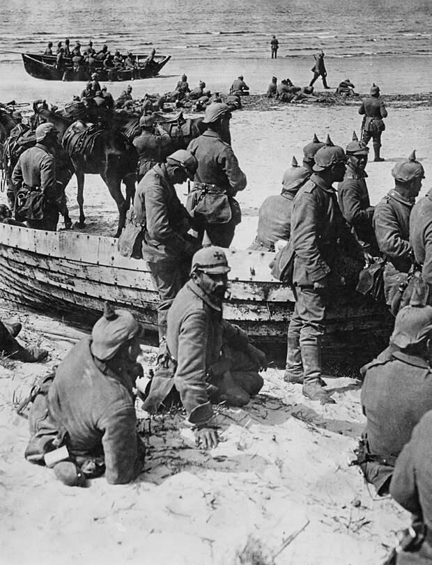 Как латыши спасали коммунизм в России