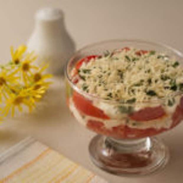 Салат сырный с помидорами